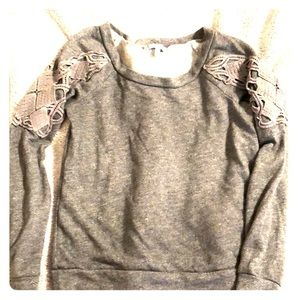 Sweatshirt with shoulder detail